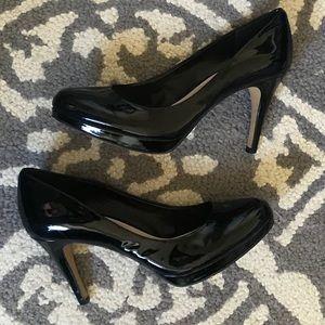 Vince Camuto black patent leather pumps size 8